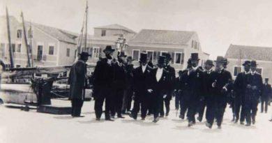 ΣΤΟ ΠΑΛΙΟ ΘΙΑΚΙ (1900-1910)