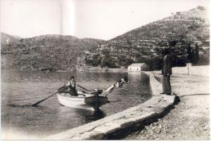 5. Μετά από βόλτα με τη βάρκα στη περιοχή της Φαραδομάνδρας, Νικόλαος Κολυβάς, Δώρα Κολυβά
