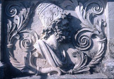 ΕΜΒΛΗΜΑΤΙΚΑ ΑΝΑΓΛΥΦΑ ΣΥΜΒΟΛΑ ΤΩΝ ΙΟΝΙΩΝ ΝΗΣΩΝ ΣΤΗΝ ΕΠΙΣΤΕΨΗ ΤΟΥ ΠΑΛΑΙΟΥ ΑΝΑΚΤΟΡΟΥ ΤΗΣ ΚΕΡΚΥΡΑΣ ΔΙΑ ΧΕΙΡΟΣ ΠΡΟΣΑΛΕΝΤΗ.