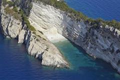 Το ακρωτήρι της Σκοταρίας και η μικρή παραλία Κατεργάκι..